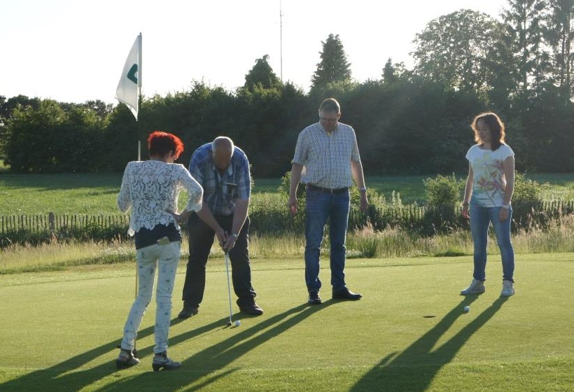 Pitch and Putt Golf